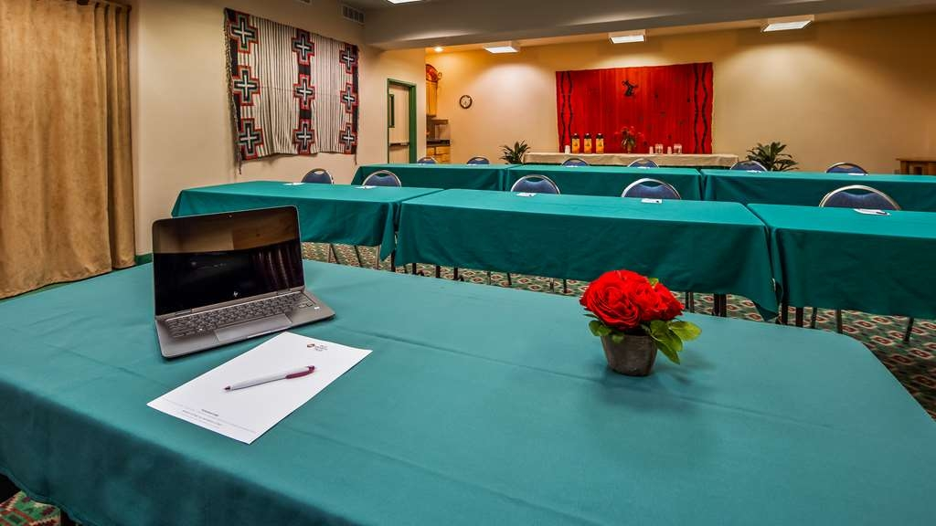 Best Western Plus Kentwood Lodge - Have your meeting or conference in the Pow Wow Conference room. Large screen, tables, chairs are complimentary. 1036 sq. ft.