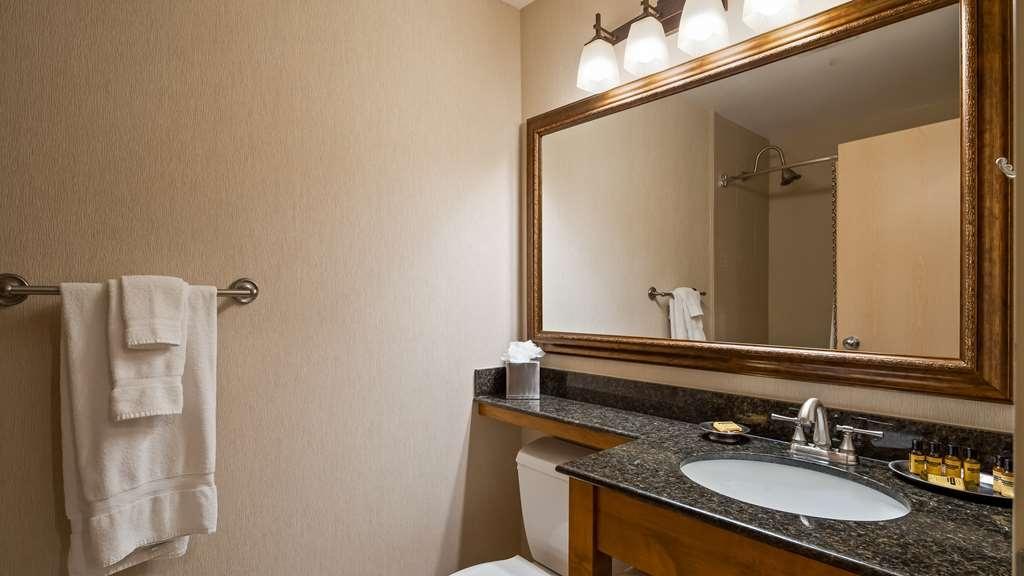 Best Western Plus Kentwood Lodge - Guest Bathroom