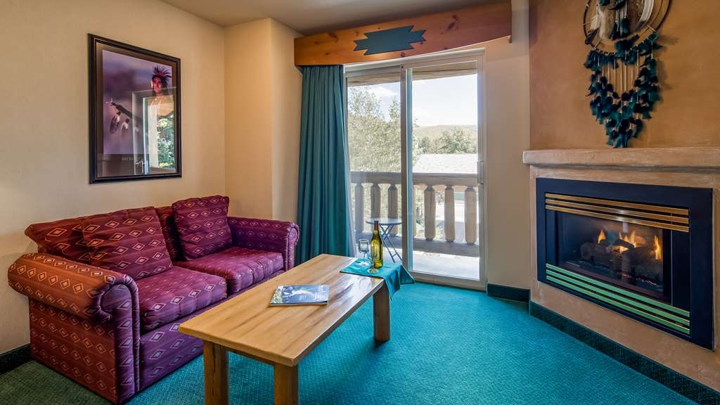 Best Western Plus Kentwood Lodge - Suite with Fireplace