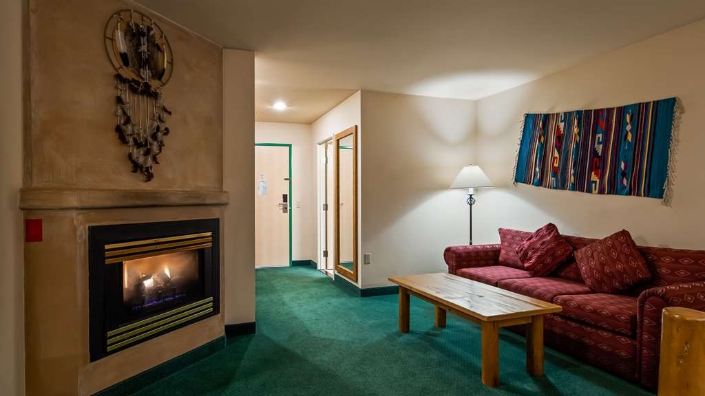 Best Western Plus Kentwood Lodge - Suite with Sofabed and Fireplace