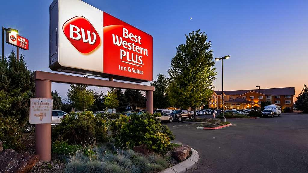 Best Western Plus Caldwell Inn & Suites - Area esterna