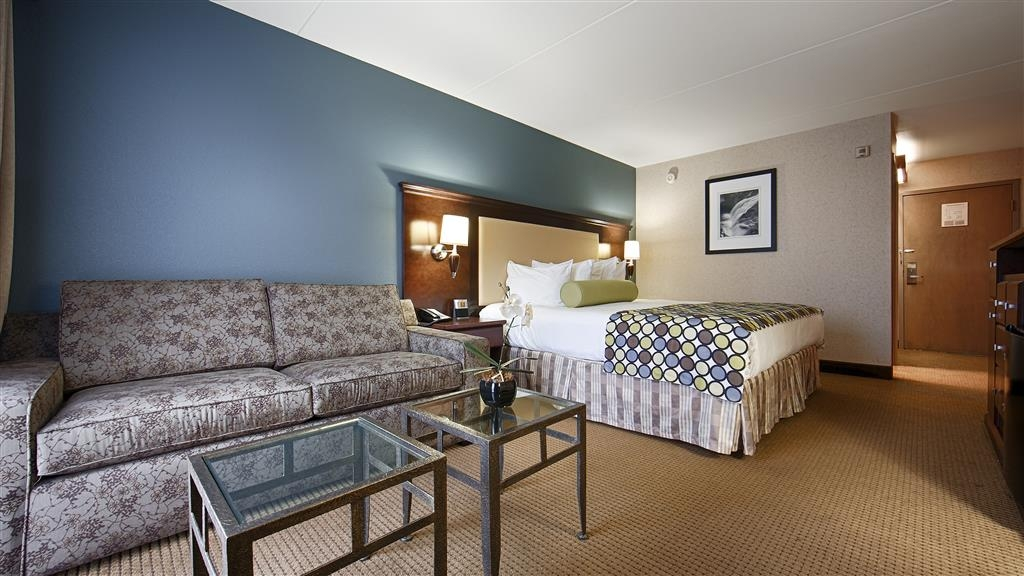 Best Western Plus Coeur d'Alene Inn - Whether you're traveling for business or leisure you'll find everything you need in this spacious guest room!