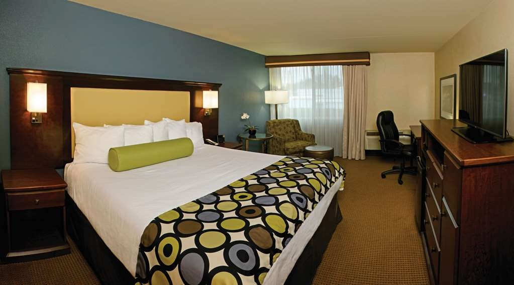Best Western Plus Coeur d'Alene Inn - Rest and relax in your elegant, well-appointed guest room. Guest rooms are designed with your comfort in mind.