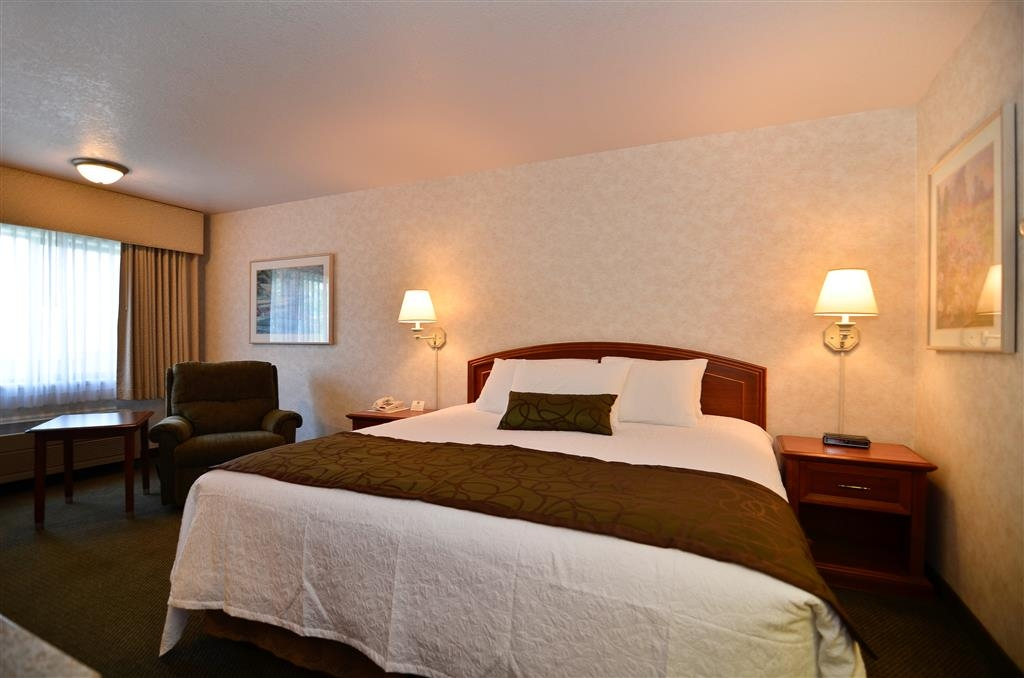 Best Western Plus Twin Falls Hotel - Business king suite, includes full business area for your convenience and privacy.