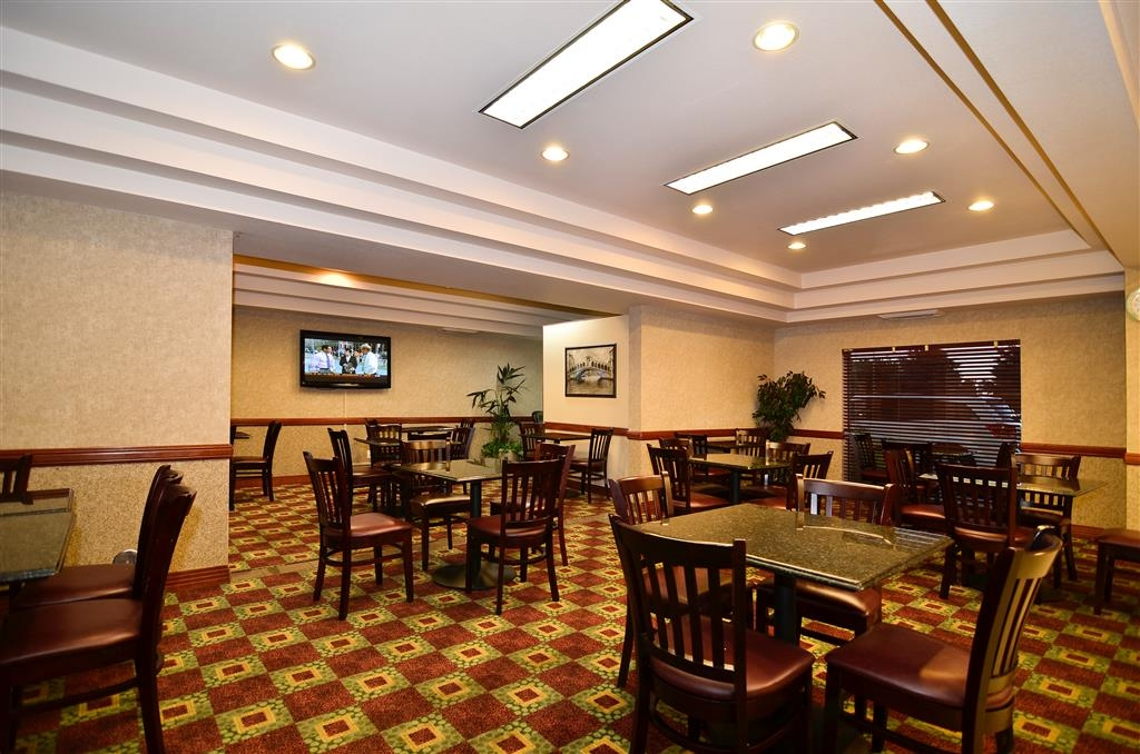 Best Western Plus Twin Falls Hotel - Breakfast Sitting Area