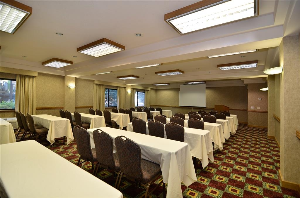 Best Western Plus Twin Falls Hotel - Host your next meeting or event in our comfortable Blue Lakes room.