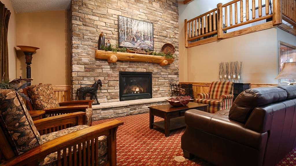 Best Western Plus McCall Lodge & Suites - Welcome to our charming spacious lobby.