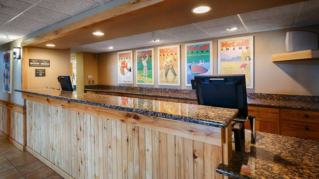 Best Western Plus McCall Lodge & Suites - reception