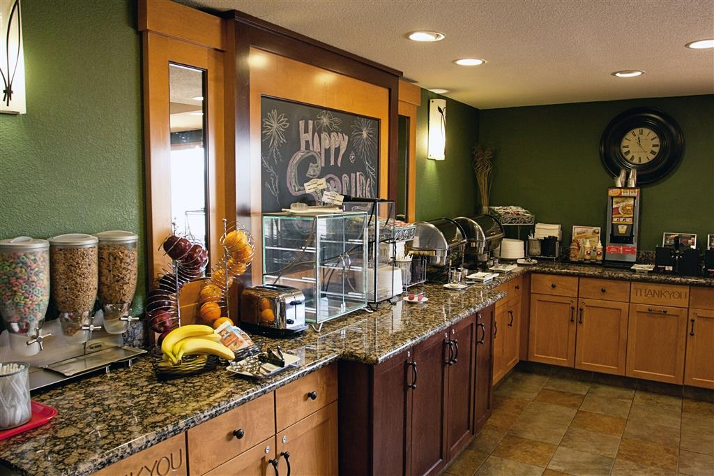 Best Western Plus McCall Lodge & Suites - Breakfast is served from 6:30AM to 9:30AM
