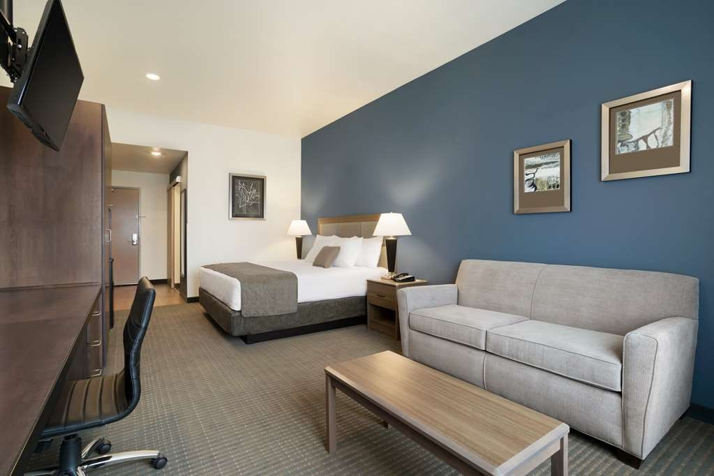 Best Western Plus Peppertree Nampa Civic Center Inn - King Guest Room with Sofa Bed