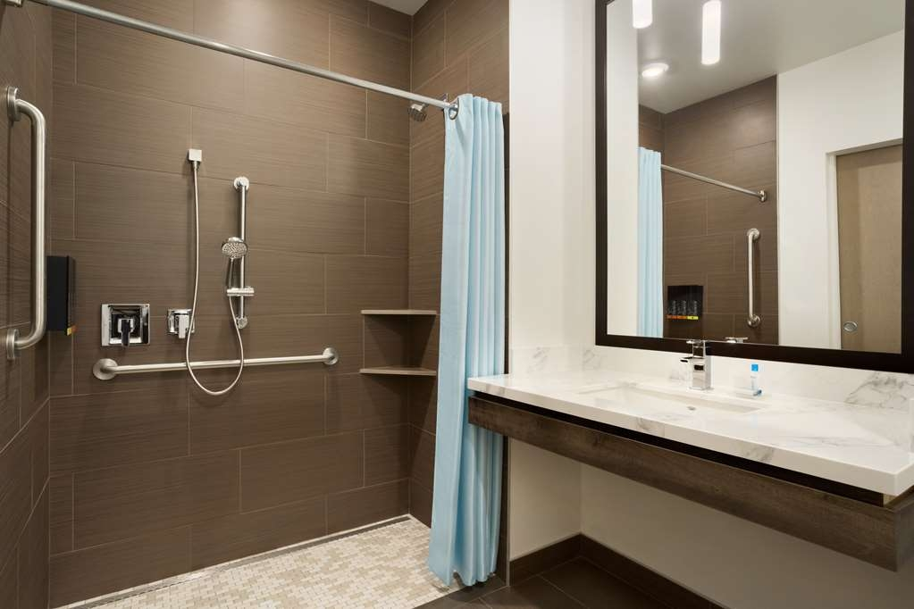 Best Western Plus Peppertree Nampa Civic Center Inn - ADA Mobility Accessible Guest Bathroom