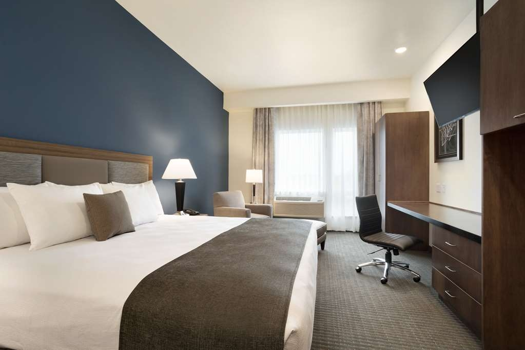 Best Western Plus Peppertree Nampa Civic Center Inn - Standard King Guest Room
