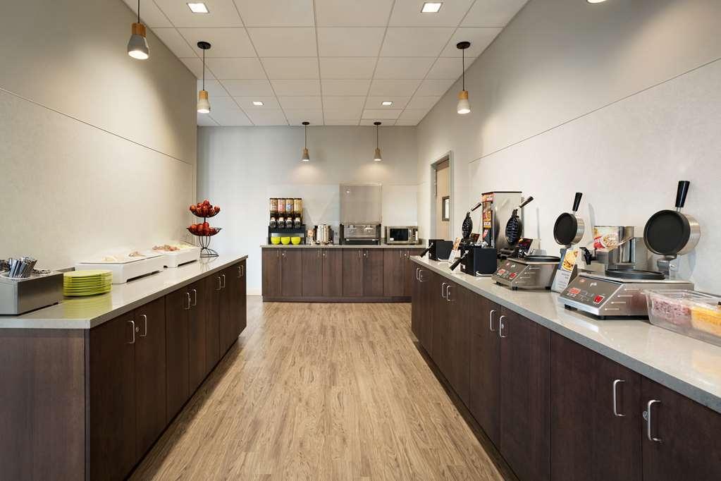 Best Western Plus Peppertree Nampa Civic Center Inn - Best Western Plus Peppertree Nampa Civic Center Inn Breakfast Area
