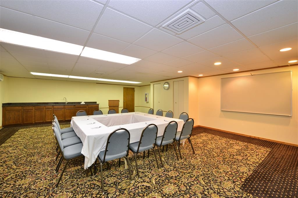 Best Western Inn of St. Charles - Enough space to cater your next meeting, presentation, seminar or trade show.