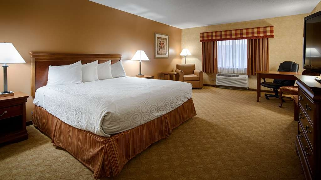 Best Western Inn of St. Charles - Designed for corporate and leisure traveler alike, make a reservation in this king guest room.