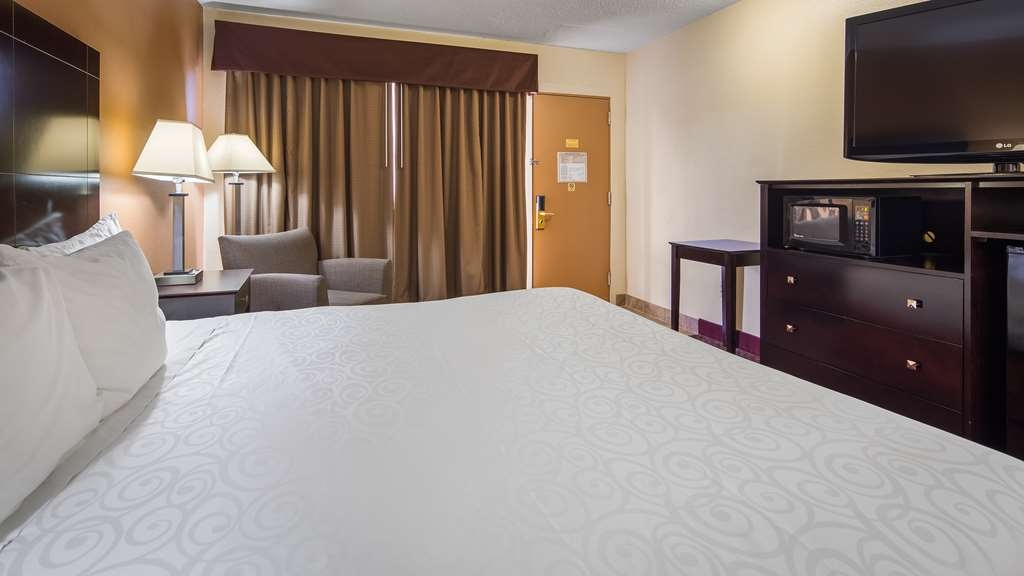 Best Western Inn of St. Charles - Pull back the covers, hop in and catch your favorite TV show in our standard king.