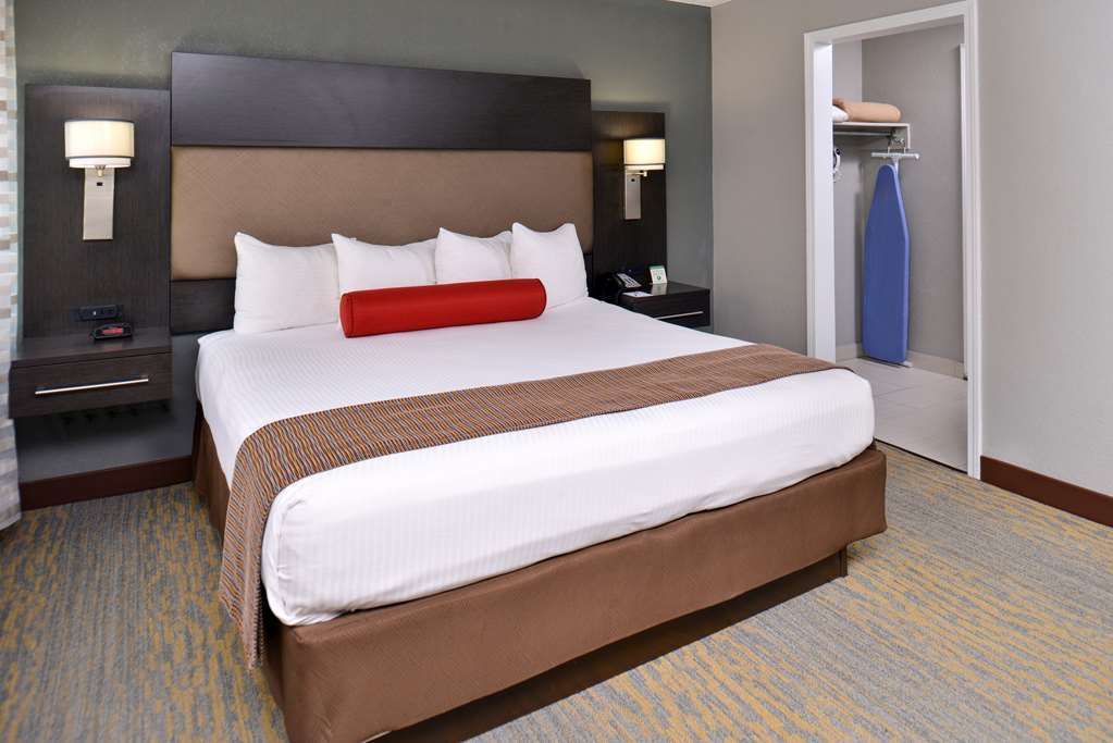 Best Western at O'Hare - Designed for corporate and leisure traveler alike, make a reservation in this room.