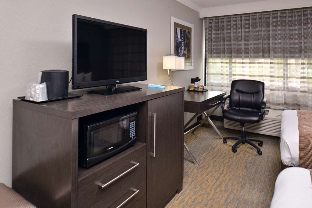 Best Western at O'Hare - If you are traveling with your family or group of friends, opt for our two double guest room.