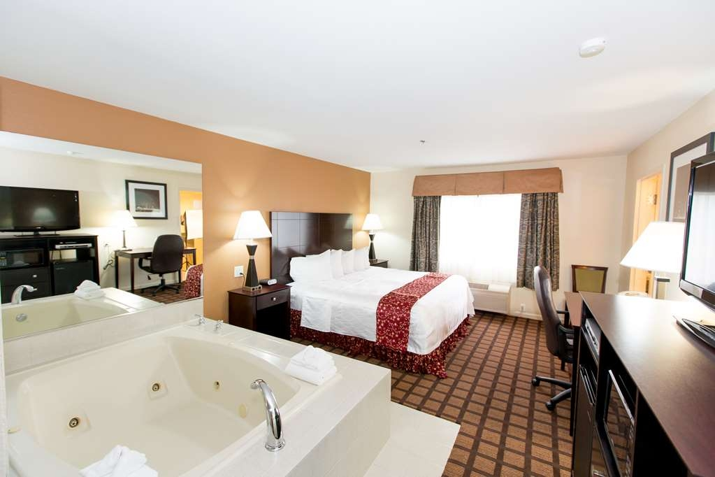 Best Western Plus Oakbrook Inn - Suite