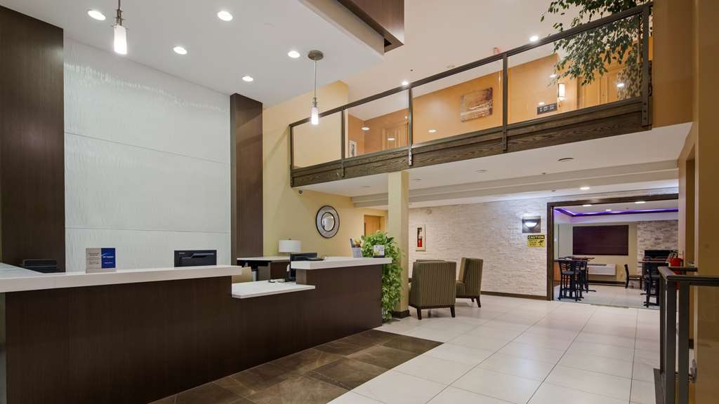 Best Western Plus Oakbrook Inn - Make sure you visit the front desk for check in/out help.