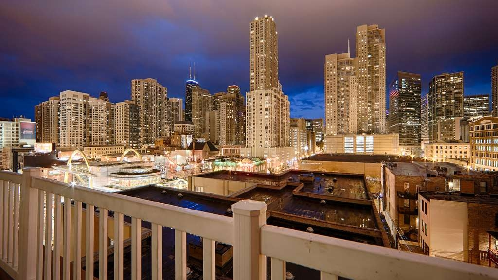 Best Western River North Hotel - Enjoy sweeping views of the Chicago skyline from our rooftop deck. Open 6AM - 10 PM