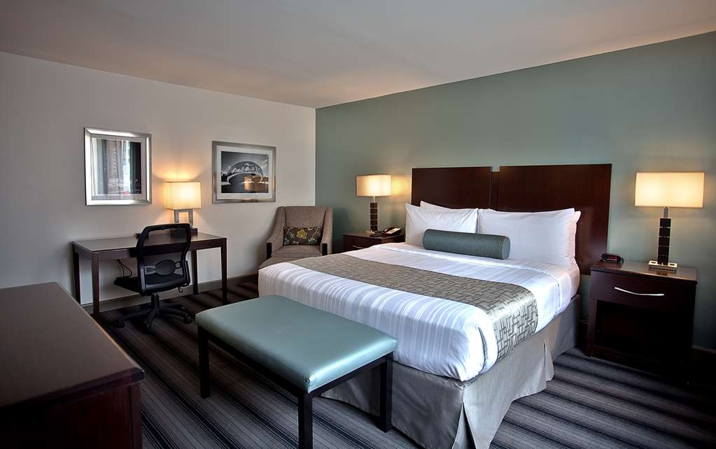 Best Western River North Hotel - Our spacious king guest rooms feature free wifi, in room coffee and a king size bed. On demand movies are available for a fee.