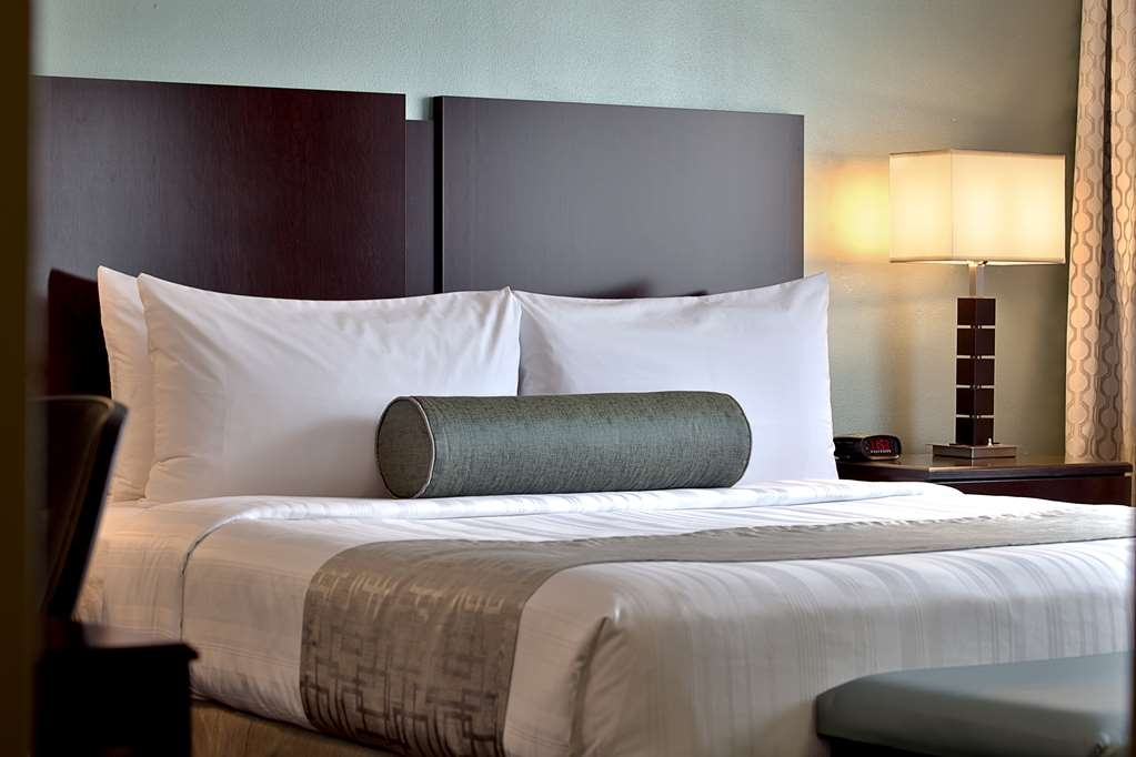 Best Western River North Hotel - Enjoy a good night's rest on our comfy king beds.