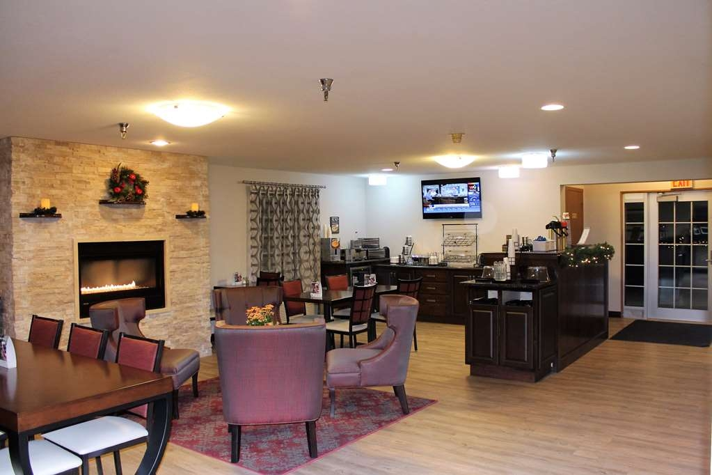 Best Western Designer Inn & Suites - Check in at our new lobby and relax after a long day of traveling.