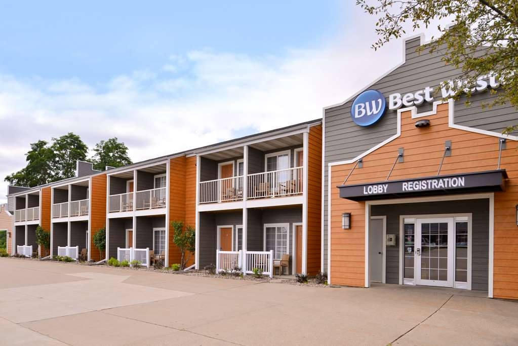 Best Western Designer Inn & Suites - Enjoy our beautiful new full remodel, exterior and interior at the Best Western Designer Inn & Suites.