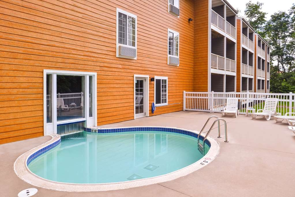 Best Western Designer Inn & Suites - Heated indoor pool with swim through to outdoor pool, relax in our new furniture!