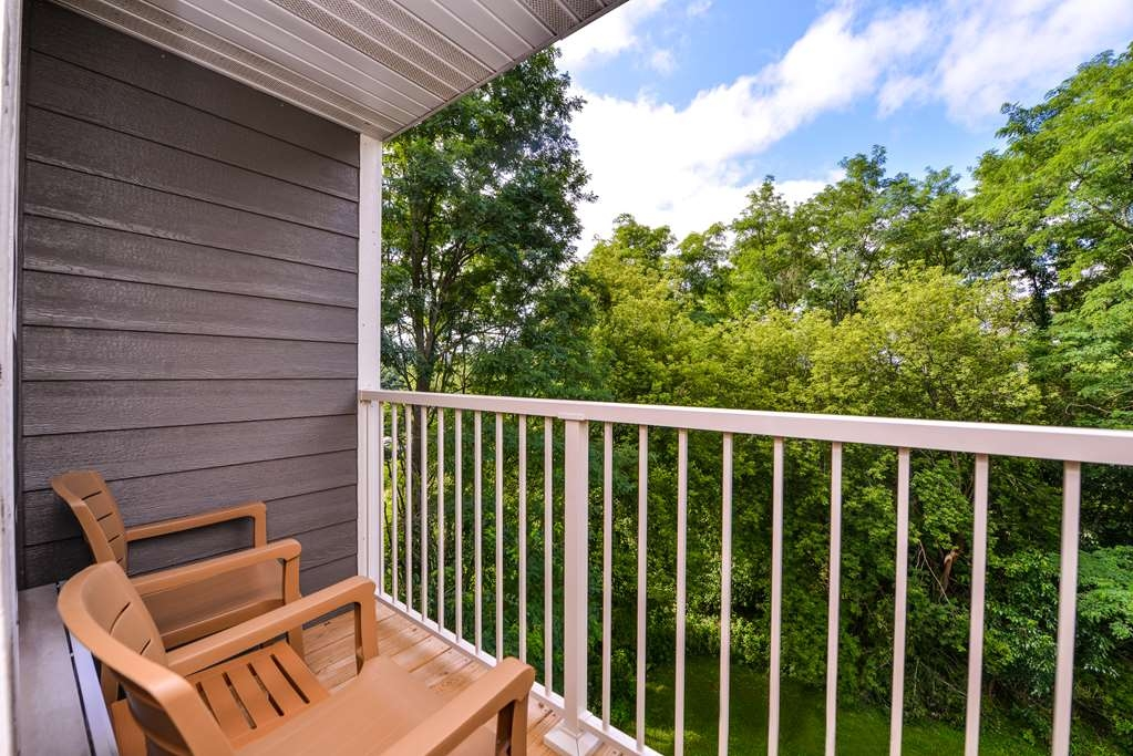 Best Western Designer Inn & Suites - Most rooms have a balcony and/or patio.