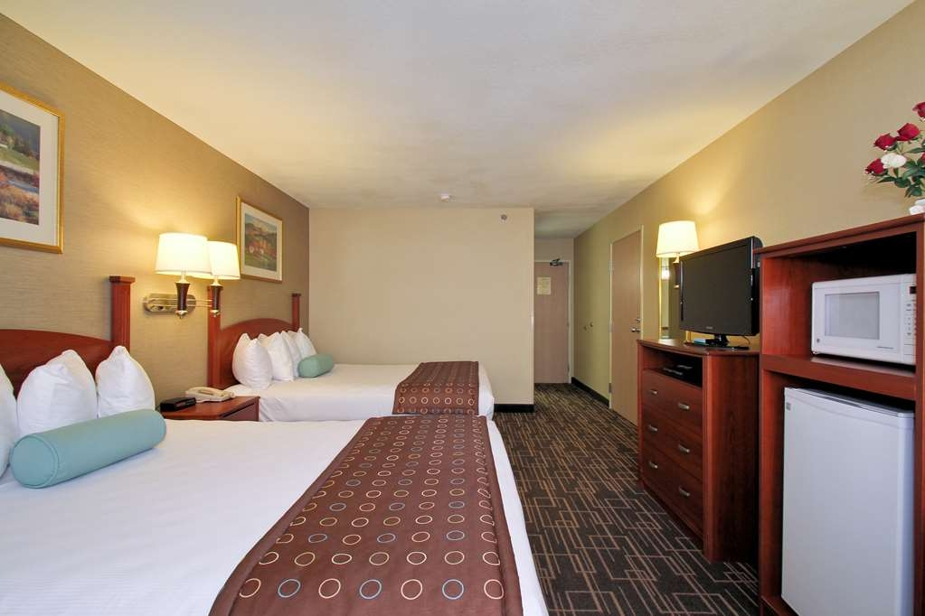 Best Western Airport Inn - Our large two queen bed deluxe room is perfect for the family.