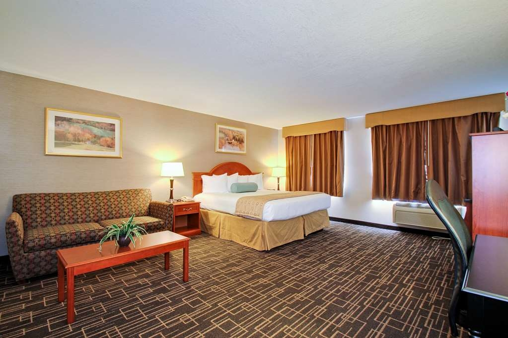 Best Western Airport Inn - Relax like a king in our executive suite featuring a 42-inch flat screen television.