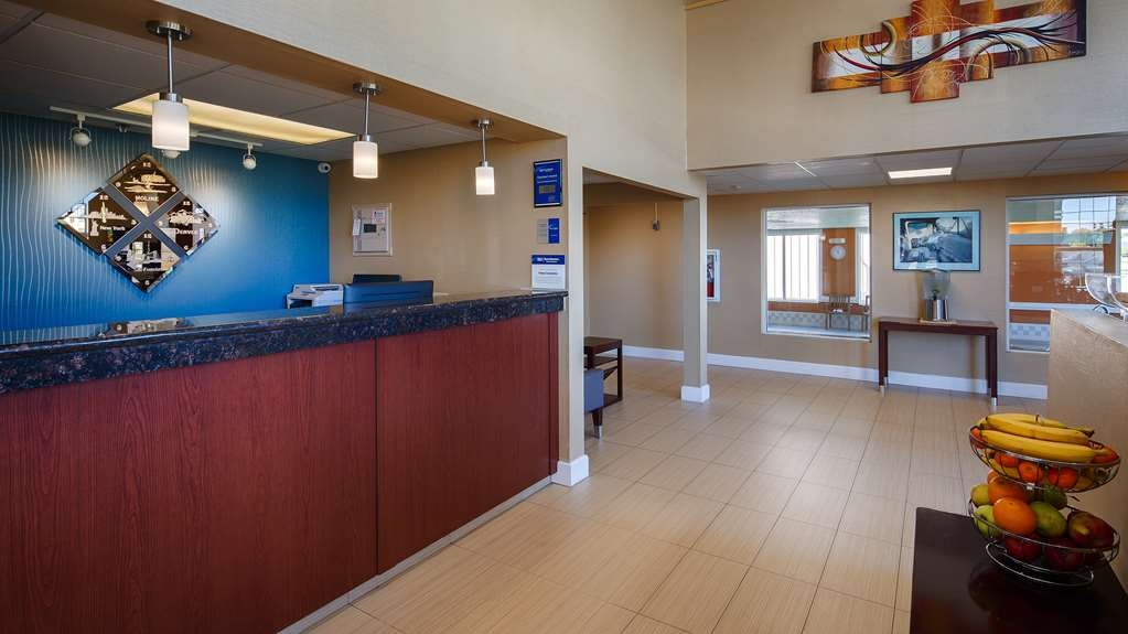 Best Western Airport Inn - Front Desk