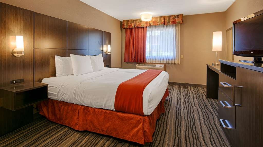 Best Western Riverside Inn - Your comfort is our priority. In our Deluxe King room, you will find that and more.