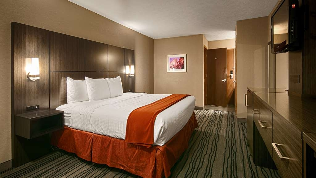 Best Western Riverside Inn - Designed for corporate and leisure travelers alike, make a reservation in a king room.