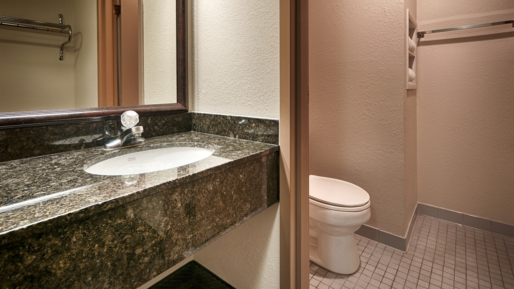 Best Western Chester Hotel - Get ready for a day full of adventure in our guest bathroom.