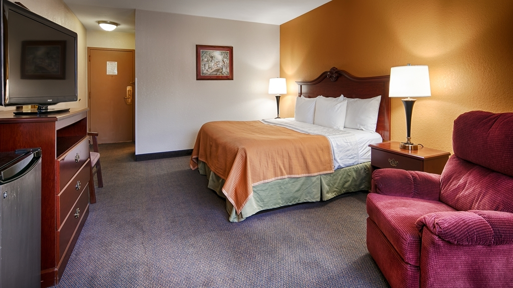 Best Western Chester Hotel - Some of our king rooms offer a recliner and all rooms have 40 inch televisions.