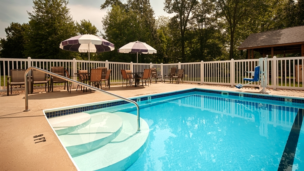 Best Western Chester Hotel - Jump into our outdoor pool for a swim anytime of the day.