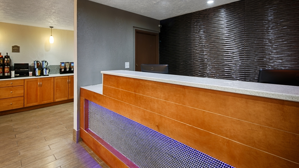 Best Western Regency Inn - Front Desk