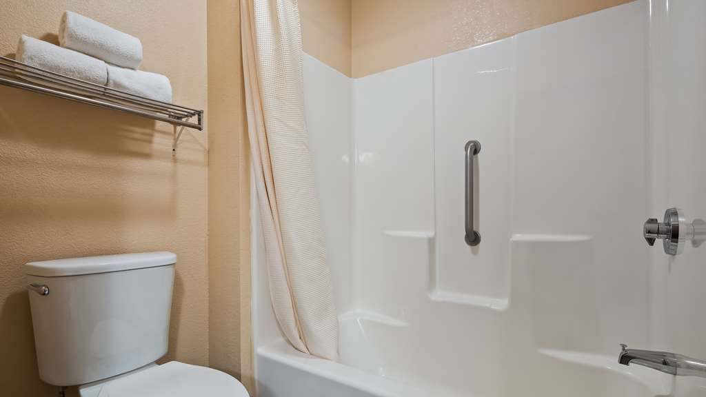 Best Western Regency Inn - guest room bath