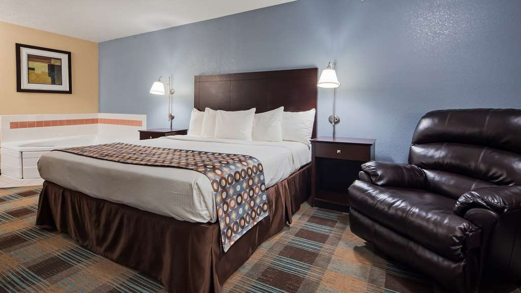 Best Western Regency Inn - Indulge yourself in our warm, welcoming and inviting king suite featuring jacuzzi.