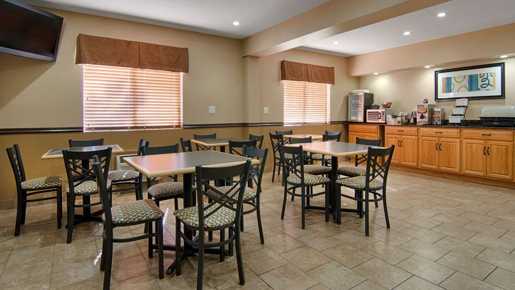 Best Western U. S. Inn - Our breakfast room offers intimate dining for couples and smaller groups.