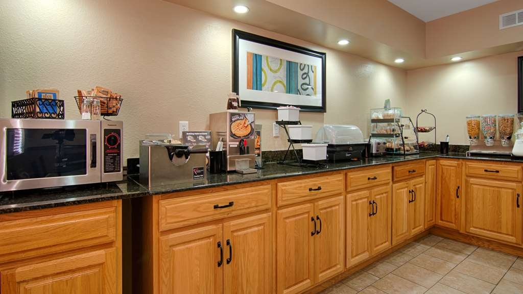 Best Western U. S. Inn - Enjoy a balanced and delicious breakfast with choices for everyone.