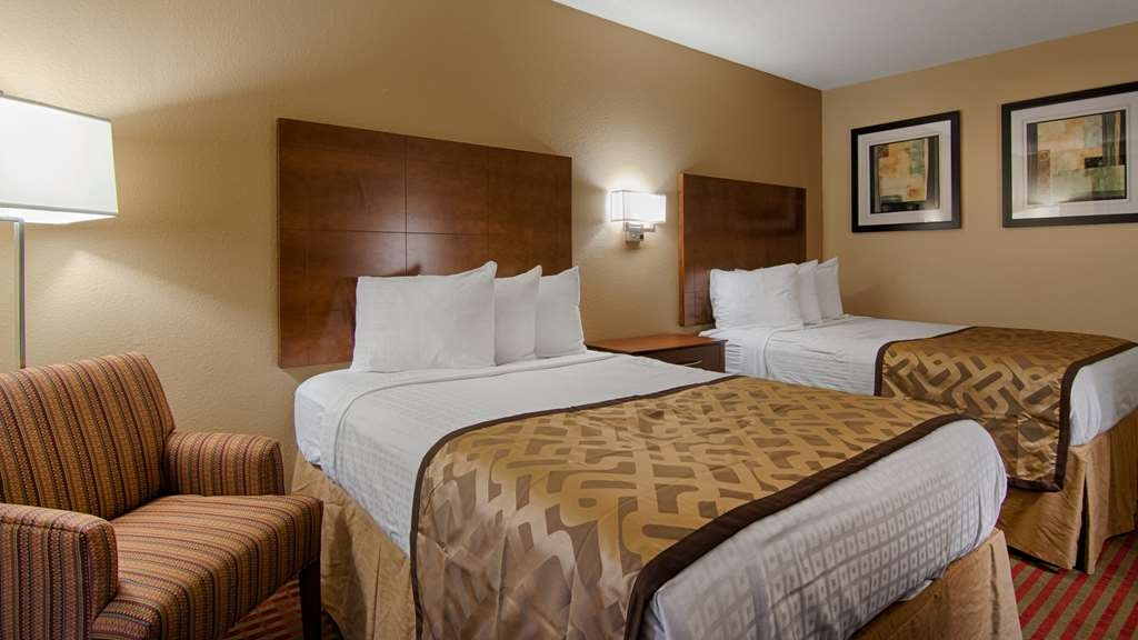 Best Western U. S. Inn - If you're traveling with your family or group of friends, opt for our two double bedroom.
