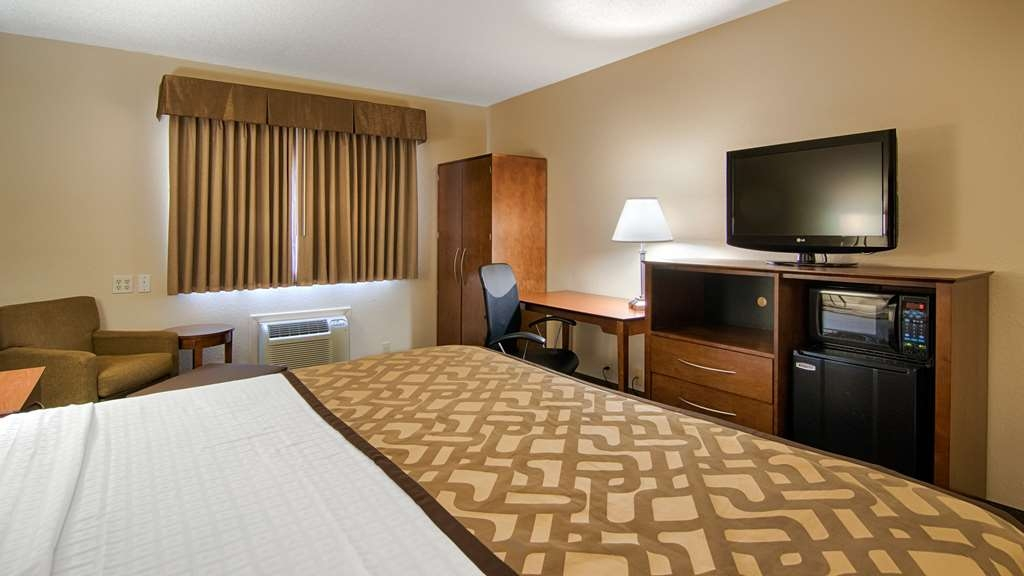 Best Western U. S. Inn - Sink into our comfortable beds each night and wake up feeling completely refreshed in this king room.