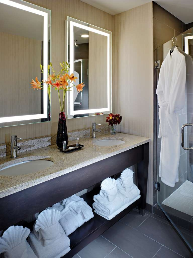 Best Western Plus Hawthorne Terrace Hotel - Book a suite with us today and enjoy a relaxing rain shower.
