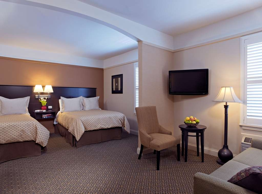 Best Western Plus Hawthorne Terrace Hotel - Our junior suite is perfect for the traveling family with 2 double beds and a separate sofa bed.