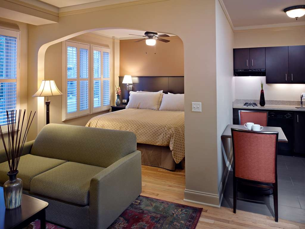 Best Western Plus Hawthorne Terrace Hotel - Our king suite is sure to make you feel right at home.