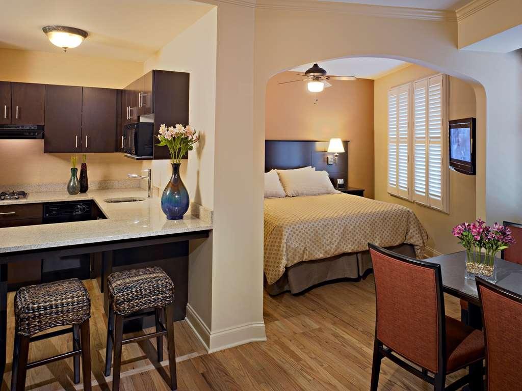 Best Western Plus Hawthorne Terrace Hotel - King Suite